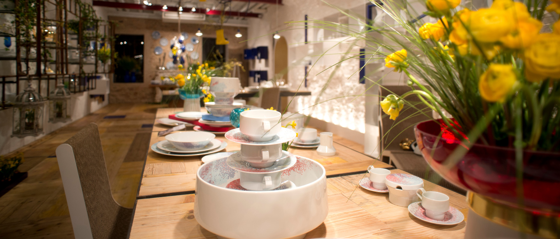 Morandin shop table set up with Rosenthal products