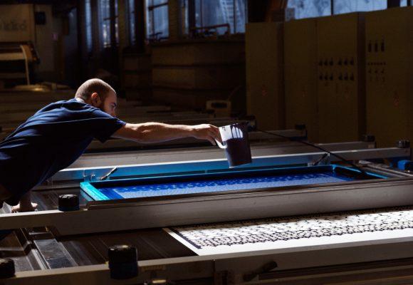La fabbrica di Marimekko particolare della stampa serigrafica