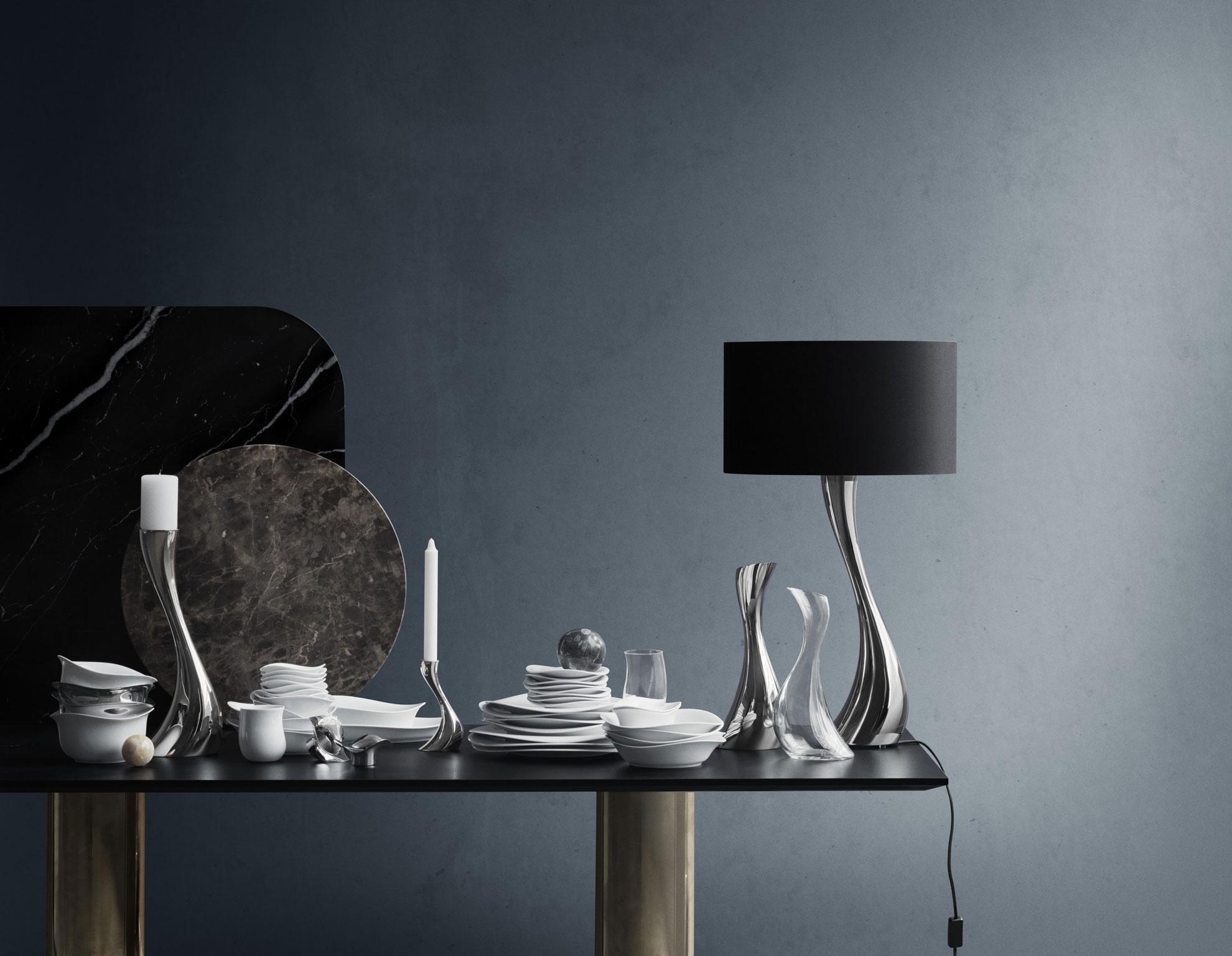 Georg Jensen - Modello Cobra, lampada da tavolo che con la sua forma fluida e scultorea regala un grande impatto da ogni angolazione
