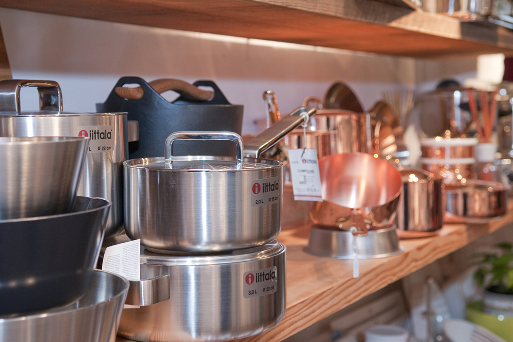 Iittala - Model Tools, a wide selection of trilamine cookware