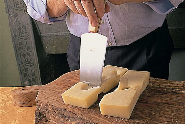 Berti - Coltello artigianale fatto a mano per il taglio dei formaggi