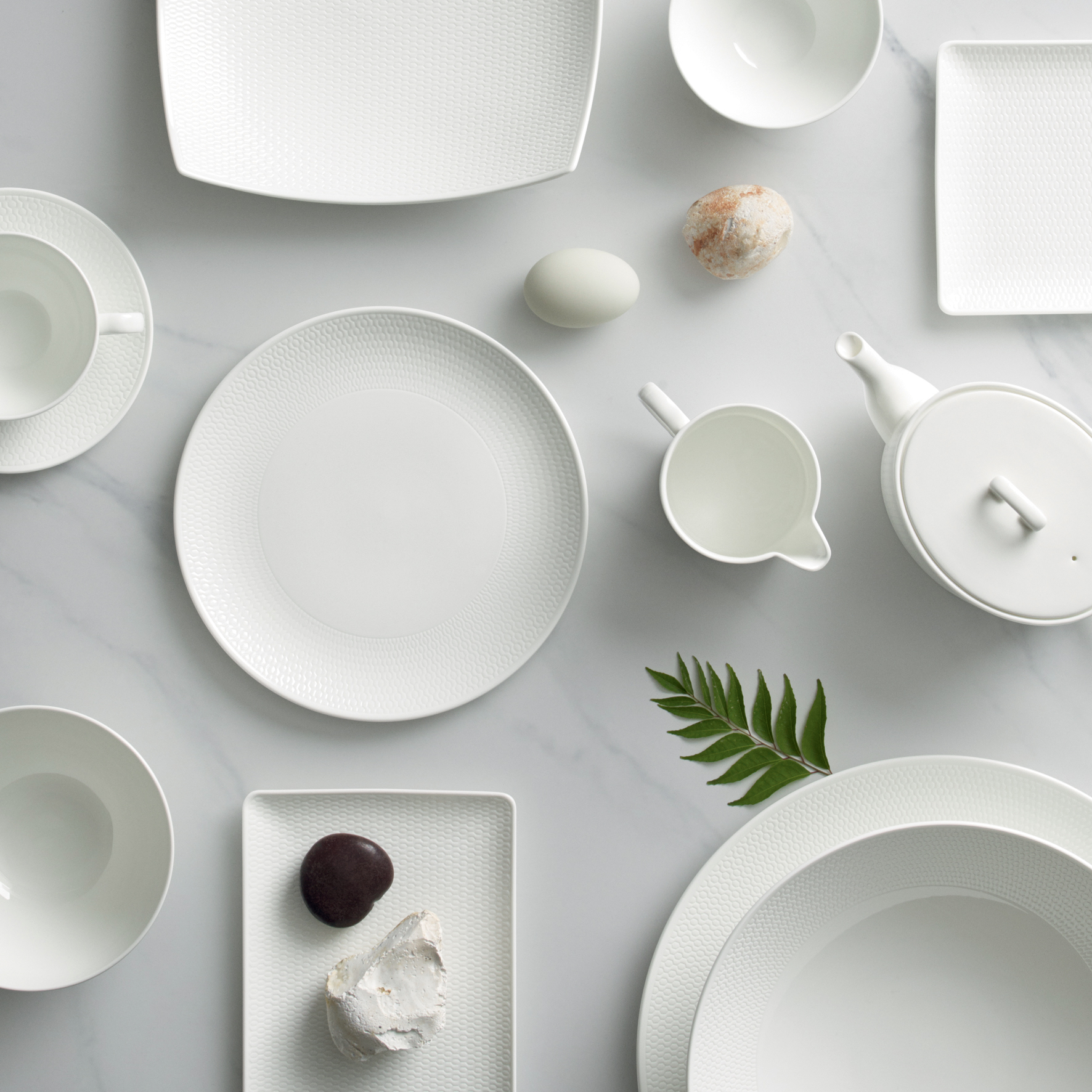 Wedgwood - Gio, contemporary table service made of elegant Fine Bone China with a particular carving texture created for modern home